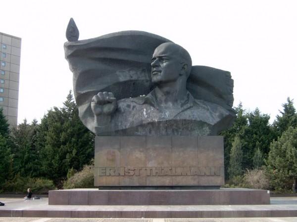 Monumento in bronzo a Ernst Thälmann nell'omonimo parco