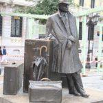 Statua del viaggiatore ad Oviedo (Spagna)