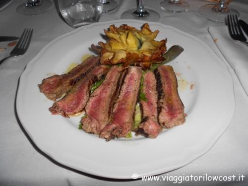 Tagliata di carne Chianina DOP con fiore di carciofo fritto