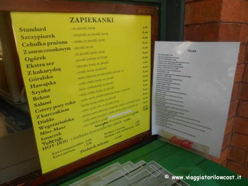 Un menù con i vari tipi di Zapiekanke