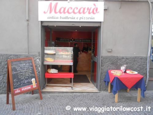 Pizza a Napoli: Pizzeria Maccarò nel Centro Storico