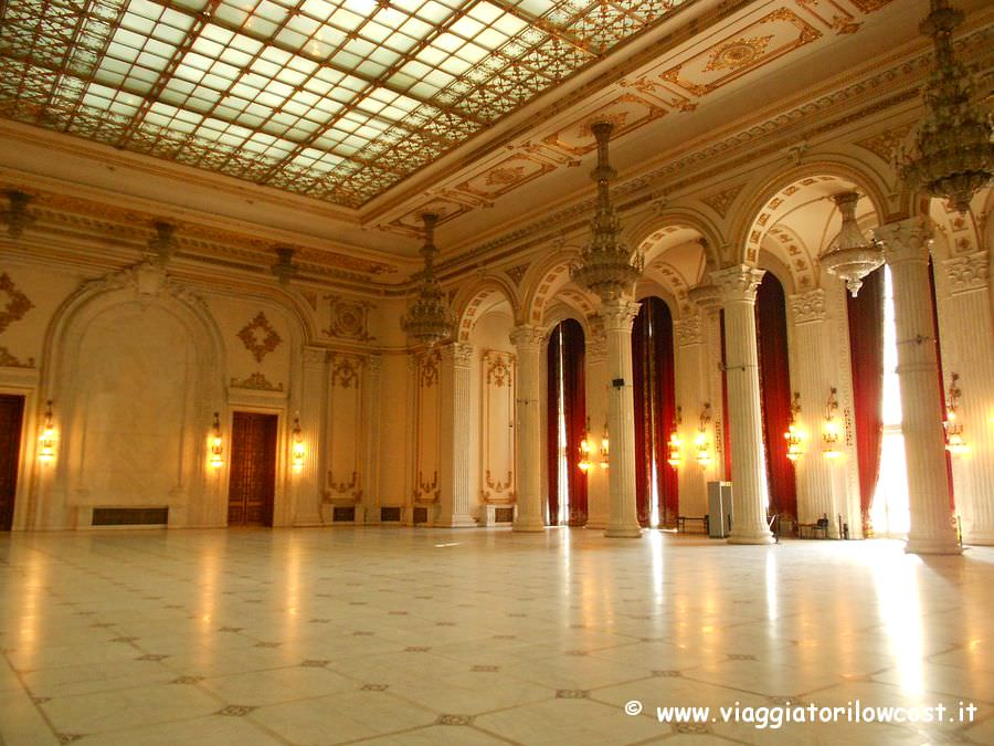 Cosa vedere a bucarest i luoghi di interesse da non for Palazzo parlamento italiano