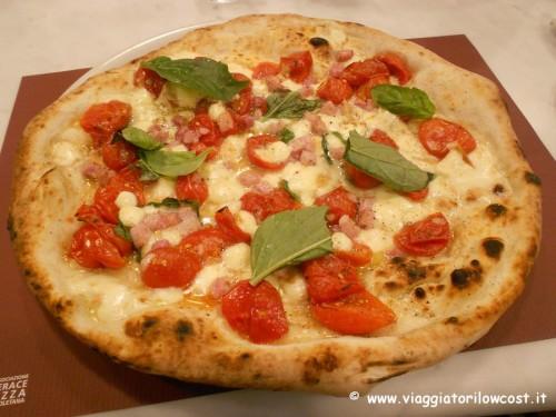 Pizzeria Carmnella a Napoli Centro vera pizza napoletana