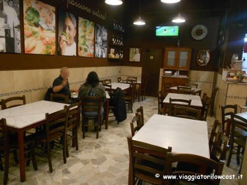 Sala Pizzeria Carmnella Napoli Centro vicino stazione