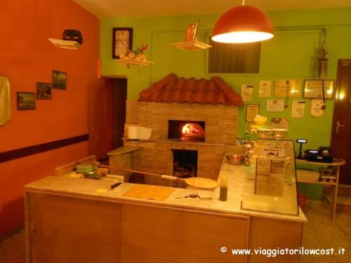 Pizzeria La Famiglia a Casapulla mangiare pizza napoletana buona
