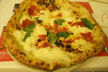 Pizza di Vincenzo di Fiore Pizzeria Bella Napoli Acerra
