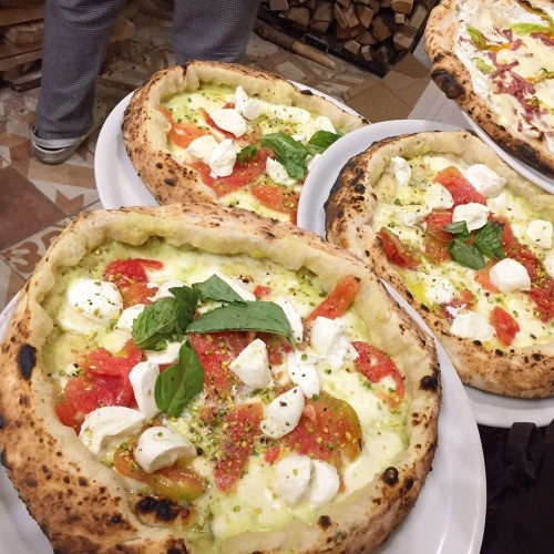 Pizza Terronia della Pizzeria Gaetano Genovesi a Napoli