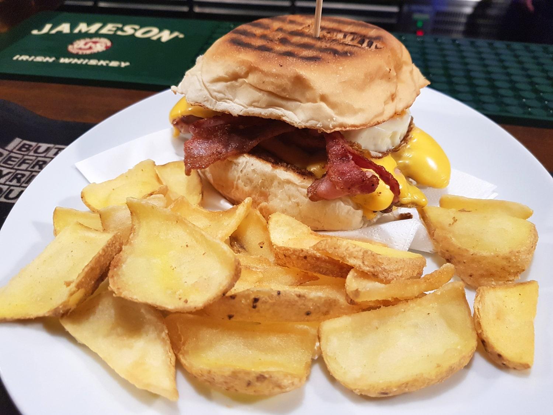 miglior hamburgeria Caserta Much More Pub